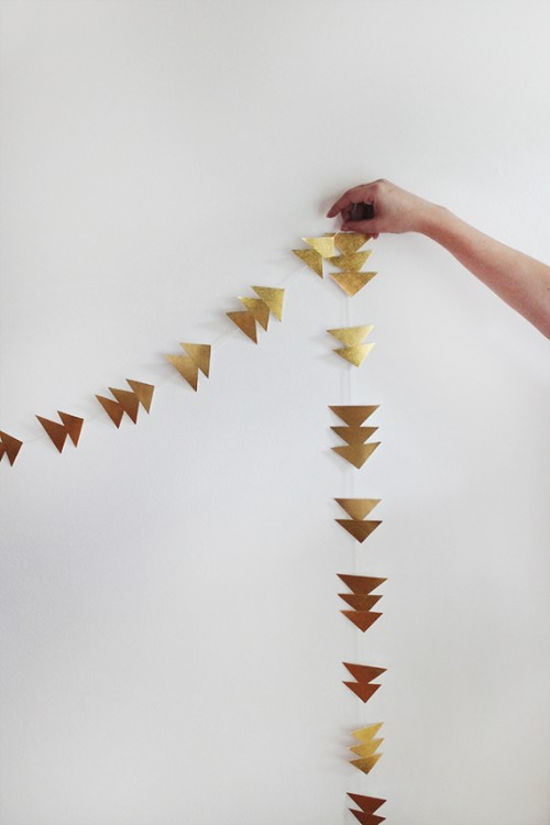 simple gold triangle garland (via almostmakesperfect)