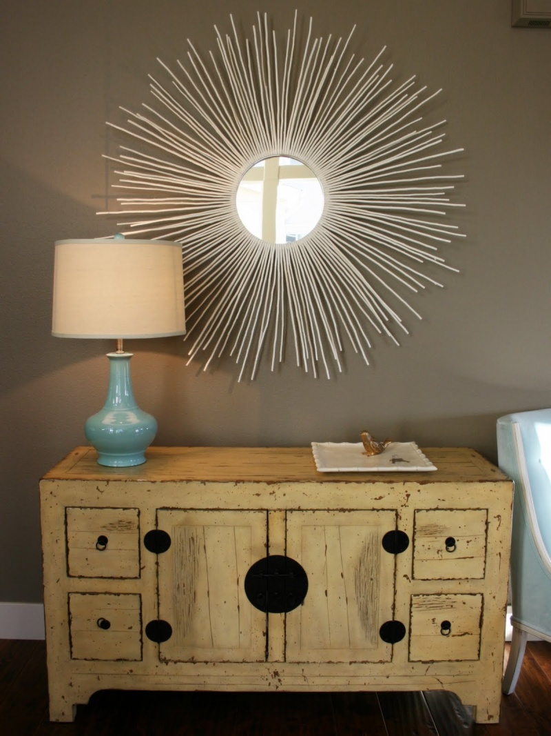 Picture of diy sunburst mirror of ikea branches for Como hacer espejos decorativos