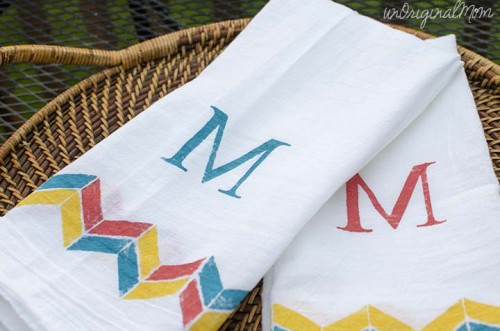 stenciled tea towels (via unoriginalmom)