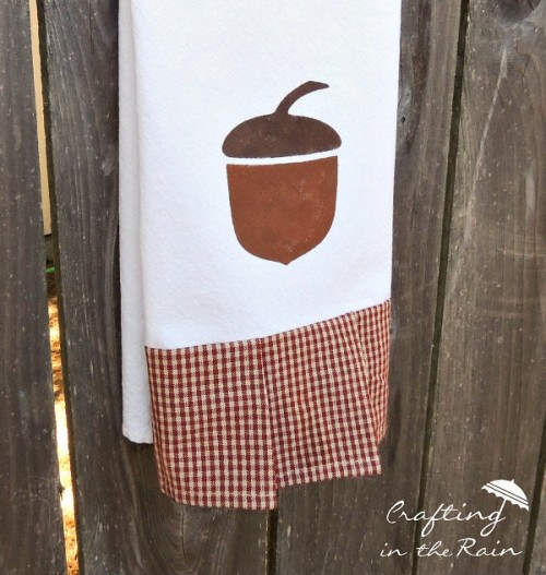 acorn tea towels (via mabeyshemadeit)