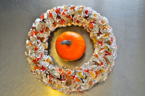 Thanksgiving paper wreath (via makelifelovely)