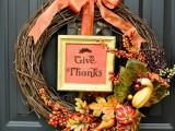 natural-looking Tahnksgiving wreath