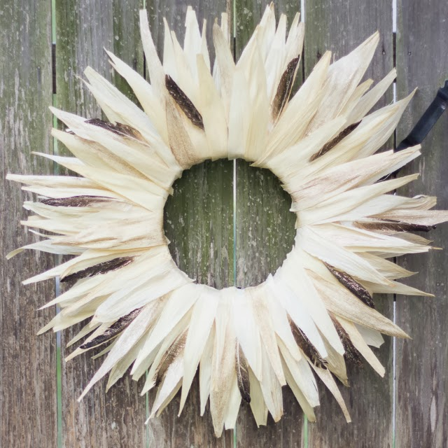 corn husks Thanksgiving wreath