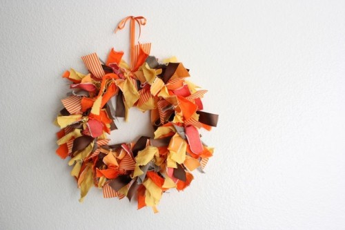 Thanksgiving fabric wreath (via shelterness)