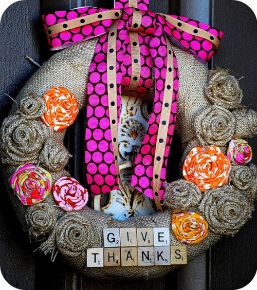 burlap Thanksgiving wreath (via tatertotsandjello)