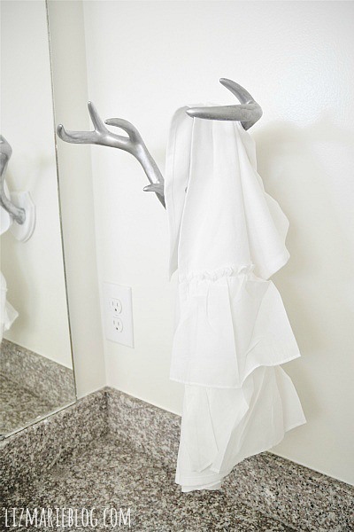 antler towel rack (via lizmarieblog)