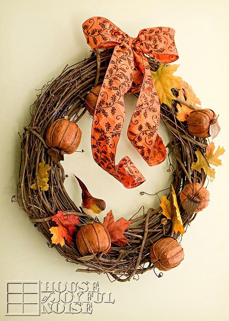 twig and faux pumpkin wreath (via houseofjoyfulnoise)