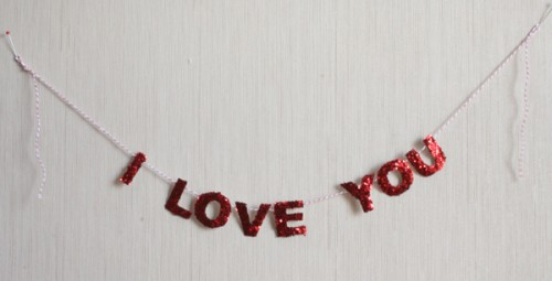 Super Easy DIY Valentine Glitter Garland