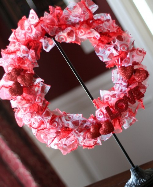 Diy valentine ribbon wreath shelterness Making wreaths