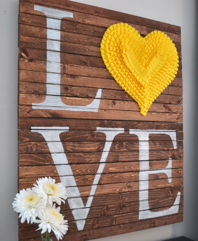 LOVE pallet sign (via hometalk)