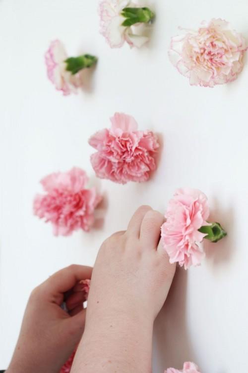 DIY Valentine's Day Fresh Flower Wall Hanging