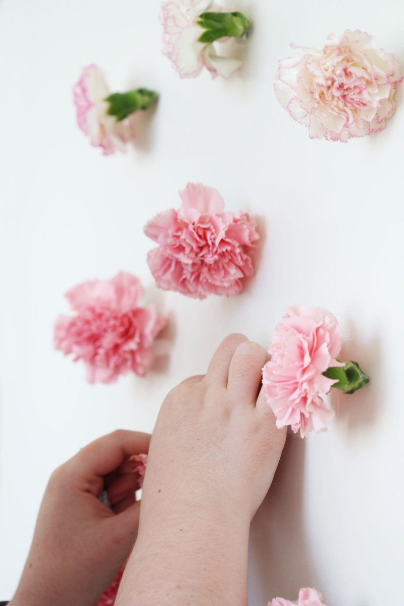 Picture Of diy valentines day fresh flower wall hanging  3