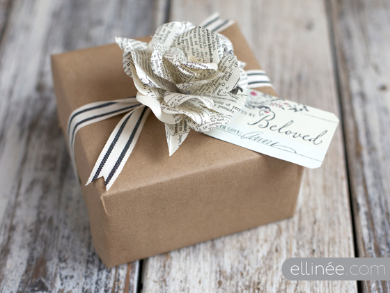 ... Gift Wraps, Tags And BoxesDIY paper rose gift tag (via ellinee