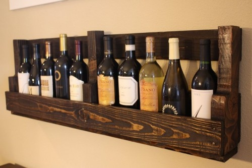 DIY Vintage-Looking Wine Rack Of A Pallet