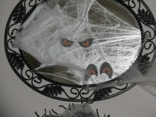 15 Haunted DIY Halloween Mirrors