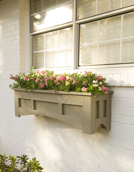 DIY Mission-Style Window Box (via lowescreativeideas)