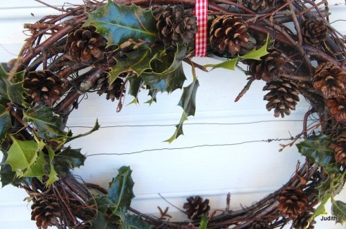 Winter Wreath of Various Branches (via)