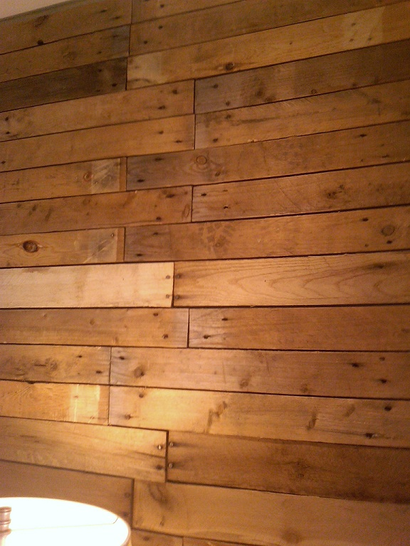 Picture of diy wood pallet wall for Using pallets for walls