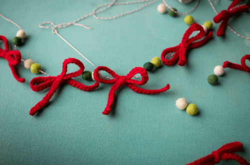 DIY Yarn Bow Garland For Holidays