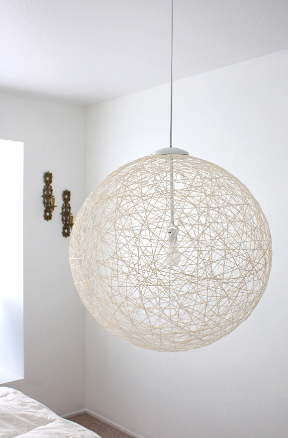 pendant lamps suitable for modern interiors diy yarn pendant lamp. Black Bedroom Furniture Sets. Home Design Ideas