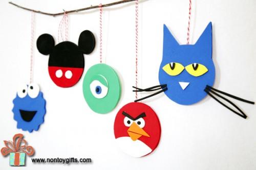 simple fun ornament (via nontoygifts)