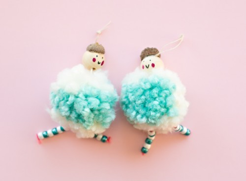 Arctic pompom doll ornaments (via hellowonderful)