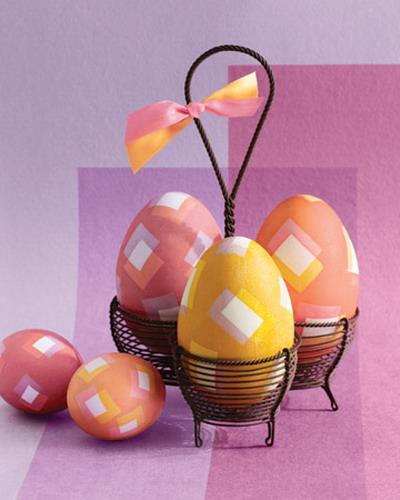 И не забудьте после окрашивания протереть пасхальные яйца растительным маслом для придания им.