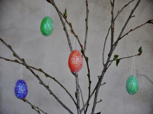 sparkle eggs tree (via momtastic)
