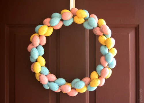 speckled eggs wreath (via pleasenotepaper)