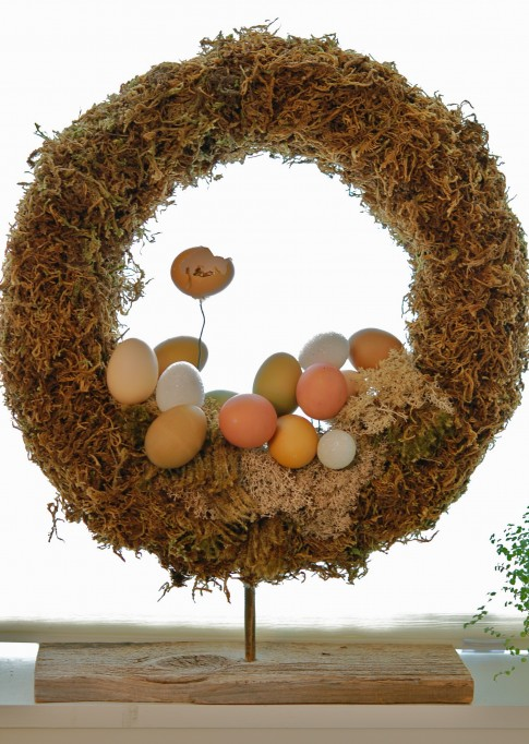 eggs and moss wreath (via theartofdoingstuff)