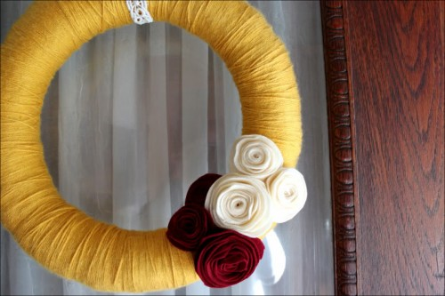 wreath with felt flowers (via danielleburkleo)