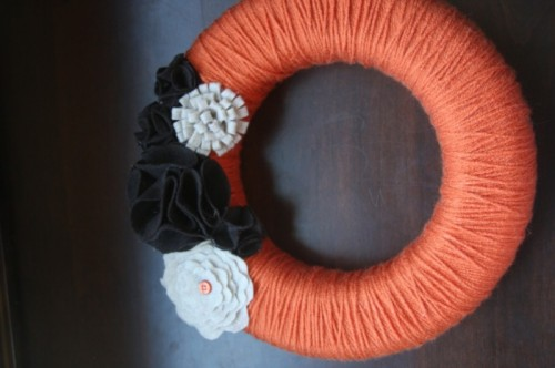 orange yarn wreath (via american-quilting)