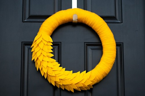 bold fall wreath (via blog)