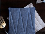 easy-and-cool-diy-linen-potholders-1