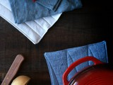 easy-and-cool-diy-linen-potholders-2