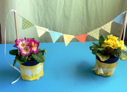 DIY mini paper bunting (via blessthismessplease)