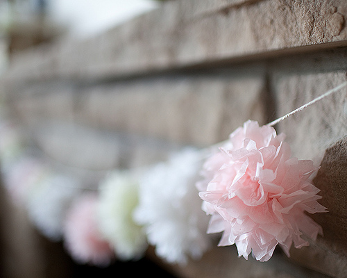 DIY pompom garland (via inthelittleredhouse)