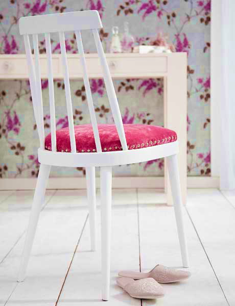 romantic pink chair makeover (via shelterness)