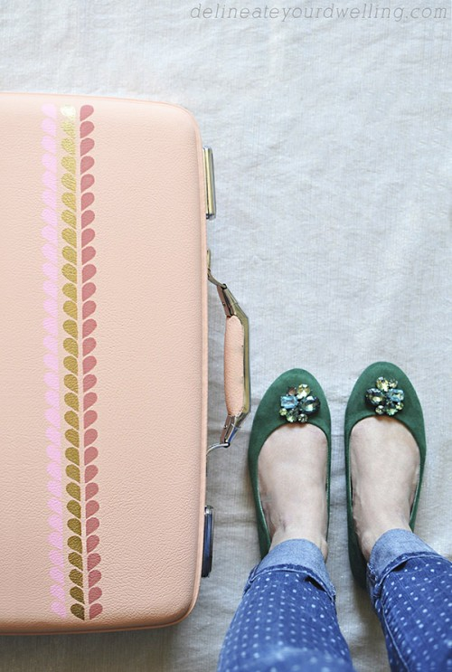 blush painted suitcases (via delineateyourdwelling)