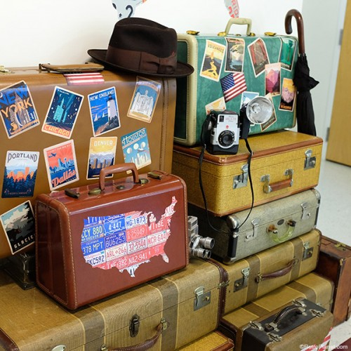 retro suitcase decor (via blog)