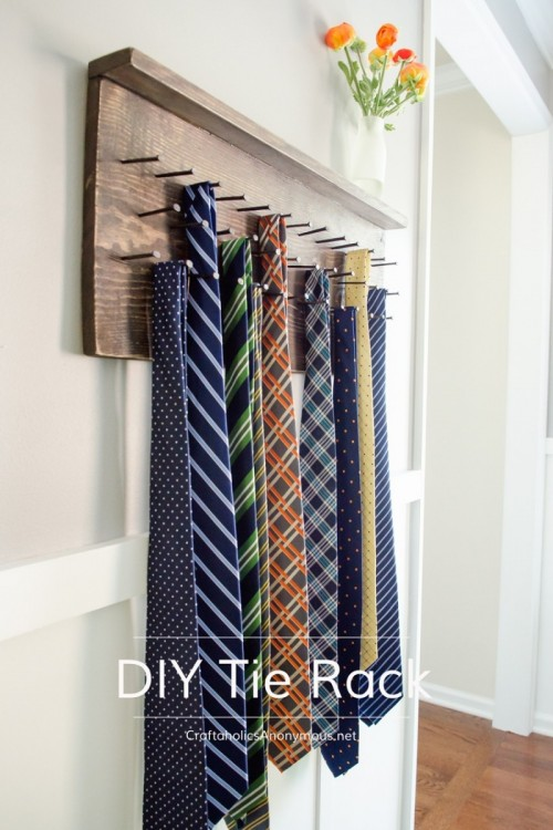tie rack (via craftaholicsanonymous)