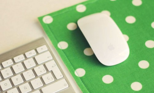 easy fabric mouse pad (via shelterness)