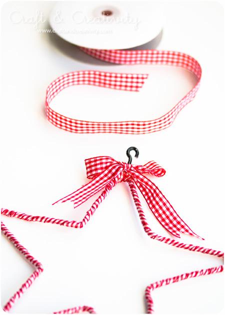 fabric Christmas stars (via craftandcreativity)