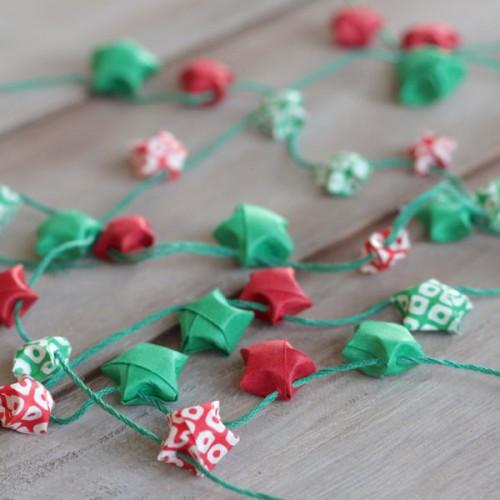 origami star garland (via alyssaandcarla)