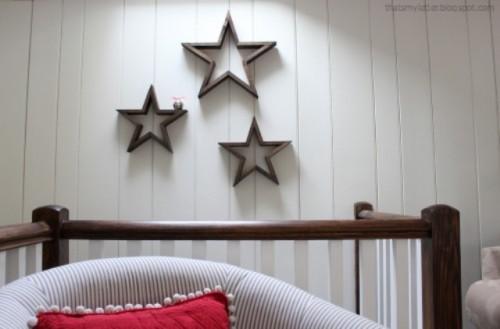 wooden stars for Christmas decor (via shelterness)