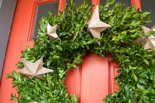 metallic star wreath (via ravennagirls)