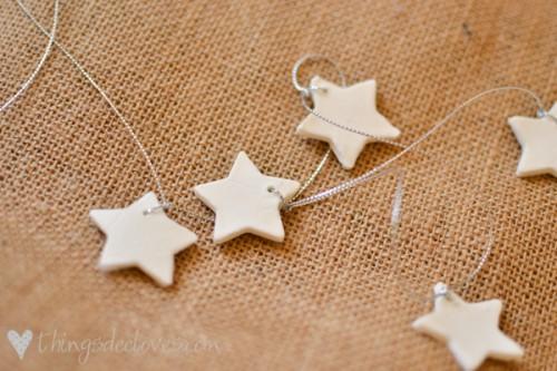 simple clay Christmas stars (via thingsdeeloves)