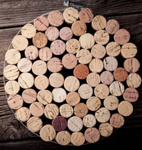 Picture Of easy diy cork trivet of wine corks and metal  1