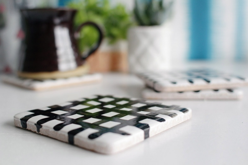 Picture Of easy diy crisscross coasters from tiles  2