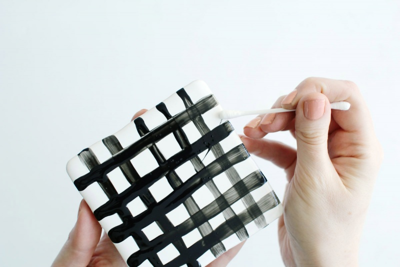 Picture Of easy diy crisscross coasters from tiles  7
